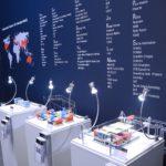 RENK TS: Detailausschnitt Exponatspodeste mit LED-Beleuchtung