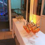 Vor-Ort-Betreuung: Ansicht dekorierte Tische mit leckeren Cocktails