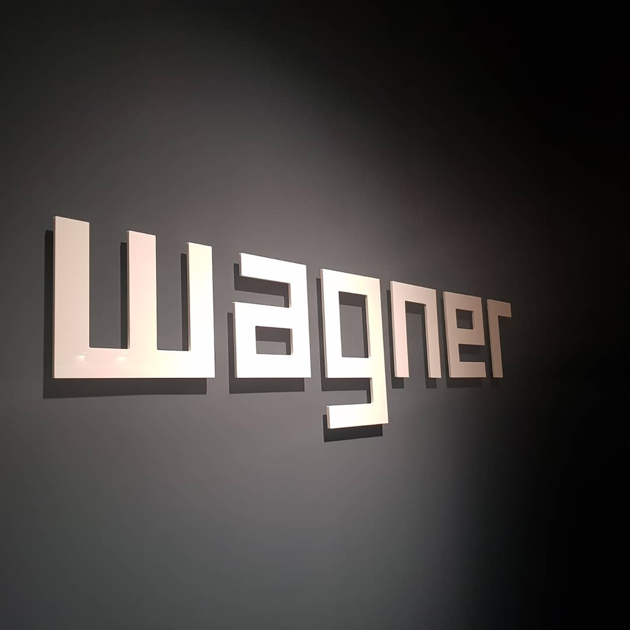 Einzelbuchstaben aus Acrylox Material - Firmenlogo in 3D-Ausführung