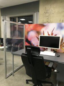 Transparente Trennwand für Großraumbüro